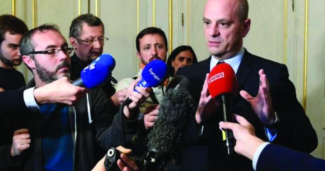 پیرس: فرانسیسی نوجوان نے استاد پر پستول' تان لی