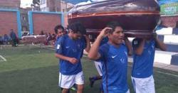 پیرو، دنیا کا عجیب و غریب ' تابوت کپ' کھیل مشہورہونے لگا