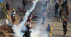 اسلام آباد میدان جنگ بن گیا، مظاہرین اور پولیس حکام میں ہاتھا پائی