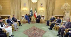 عمران خان کیساتھ ہردورے میں زلفی بخاری کیوں ہوتے ہیں