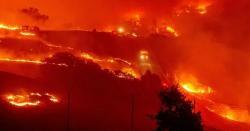 کیلیفورنیا کے جنگلات میں لگی آگ بے قابو، ایک لاکھ 80 ہزار افراد کو علاقہ چھوڑنے کی ہدایت