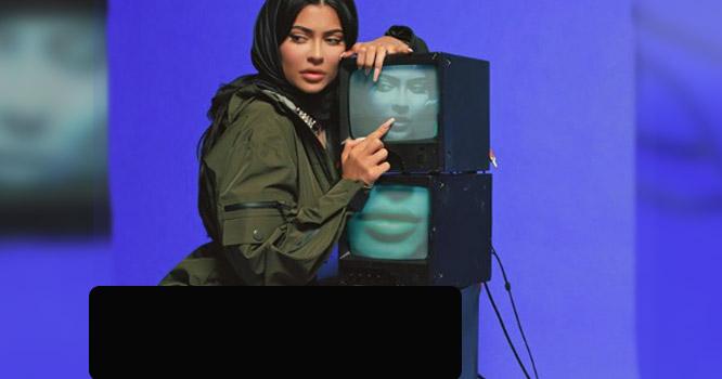 امریکی ماڈل نےبغیرپتلون کے حجاب پہن کر اسلام کامذاق بناڈالا،مسلمان آ گ بگولہ