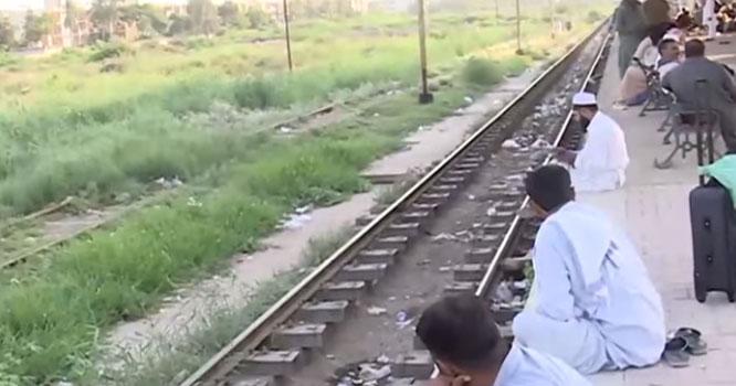 ریلوے مسافروں نے شیخ رشید کی کاکردگی کی قلعی کھول ڈالی