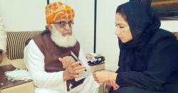 مولانا اپنے موبائل پر مہر بخاری کو کیا دکھا رہے ہیں؟ نیا پنڈورا باکس کھل گیا