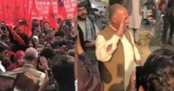 ''مشال تیرا مشن ادھورا ۔۔اب کریں گےہم پورا''طلبہ یکجہتی مارچ میں مشال خان کے والد کا بھرپور استقبال
