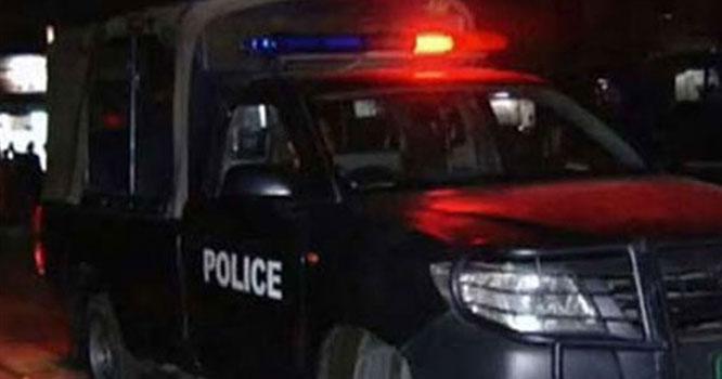کراچی میں ٹریک پولیس اہلکار سے بدتمیزی کرنیوالی خاتون کون ہیں