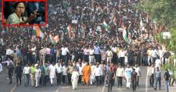 مغربی بنگال کی وزیراعلیٰ لوگوں کولیکرسڑکوں پرنکل آئیں