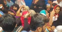 فلاحی ریاست کیطرف عملی قدم، ڈاکٹر ثانیہ نشتر عوام کے حالات معلوم کرنے عوام میں پہنچ گئیں