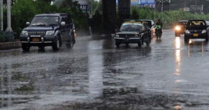 کراچی میں بادل برس پڑے۔بارش کتنے دن جاری رہے گی ؟ جانیے