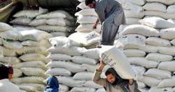 کراچی کے کئی علاقوں میں شہری مہنگا آٹاخریدنے پر مجبور