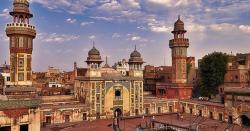 مسجد وزیر خان انتظامیہ نے اللہ کے گھر کو دوکان بنا کر رکھ دیا ہے