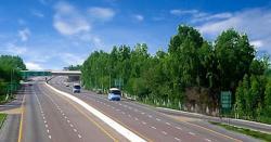 موٹروے پر ایک اور افسوسناک واقعہ، بس ڈرائیور نے دو خواتین کو موٹروے پر اتاردیا۔۔۔خواتین کی حالت خراب