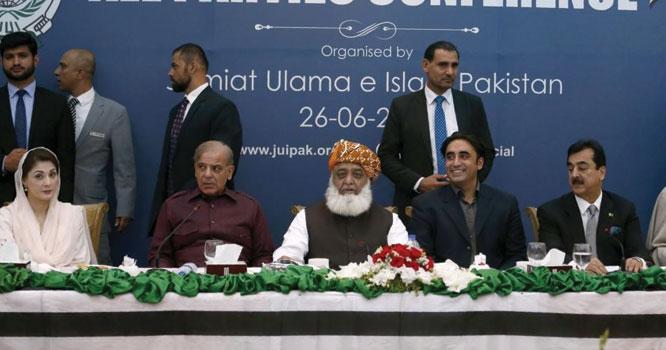 آگ سے کھیلو گے تو جل جاؤ گے۔۔!! فوجی قیادت اور عمران خان کی حکومت گرانے کے بیانیے کو ترک کرنا ہوگا