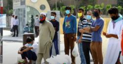 دبئی سے ابوظبی جاتے ہوئے پولیس والوں نے پاکستانیوں کو گاڑیوں سے اتار کر لائن  میں کھڑا کر دیا گیا