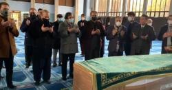 سابق وزیراعظم میاںنواز شریف کی والدہ کی نماز جنازہ اداکردی گئی ،جنازہ میں کتنے افرادنے شرکت کی ؟جانیں