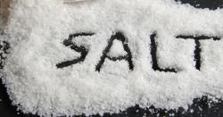 کھانے میں نمک نہ ہو تو کھانا بدمزہ لگتا ہے مگر کیا آپ جانتے ہیں کہ اگر آپ نمک کھانا چھوڑ دیں تو اس کے آپ کے جسم پر کیا اثرات ہوسکتے ہیں؟