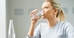 ٹھنڈے پانی کے بجائے گرم پانی صحت کے لیے کس طرح مفید ثابت ہو سکتا ہے،ماہرین کیاکہتے ہیں؟جانیں