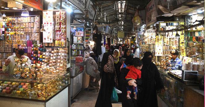 تاجر جیت گئے،،حکومت نے گھٹنے ٹیک ڈالے مارکیٹیں کب تک کھلی رہیں گی،پاکستانیوں کےلئے بڑی خبر