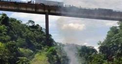 مسافر بس پل سے نیچے آگری، 10یا15نہیں بلکہ کتنے افراد ہلاک،اور زخمی ہوئے،انتہائی افسوسناک خبر
