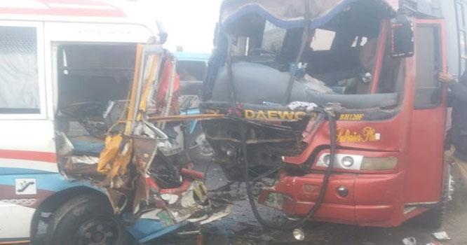 بدترین ٹریفک حادثہ ، ٹرک اور بس میں تصادم سے متعدد ہلاکتیں، 30سے زائد زخمی ،حادثہ کہاں پیش آیا ؟جانیے تفصیل
