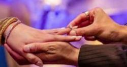 منگنی کی انگوٹھی کے لیے ہاتھ کی چوتھی انگلی کاہی انتخاب کیوں کیاجاتاہے؟