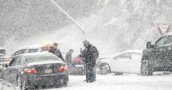 موسم  نے ایکدم پلٹاکھالیا۔۔متعدد علاقے شدید طوفان کی لپیٹ میں آگئے 11ہلاکتیں