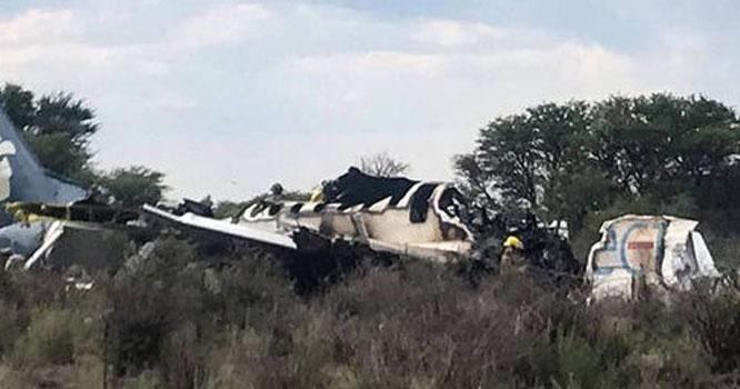 میکسیکو میں فوجی طیارہ گر کر تباہ ہو گیا