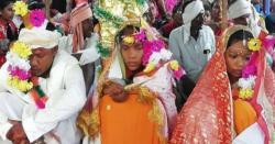 بھارتی شہری نے ایک ہی منڈپ پر دو لڑکیوں سے بیک وقت شادی کرلی