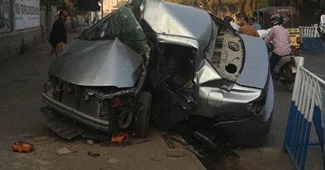 تیز رفتار کار درخت سے جا ٹکرائی ، 2 خواتین سمیت 3 افراد زخمی