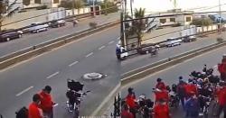 غلطی یا کسی کی شرارت ۔۔ ملک کے سب سے بڑے شہرکے ایک گھر  کے باہر 15 سے زائد رائیڈر ایک کے بعد ایک پارسل دینے پہنچ گئے، ویڈیو وائرل